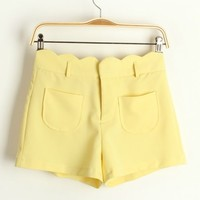 A 082717 Department of sweet candy -colored wavy edge shorts