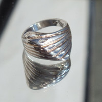 Statement Ring, V Designed With Ridges Accents, Sterling Silver Bling, Size 6 3/4 Fine Vintage Precious Metal Jewelry Free Shipping in USA