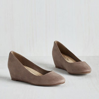 Minimal Model of Modesty Wedge in Taupe