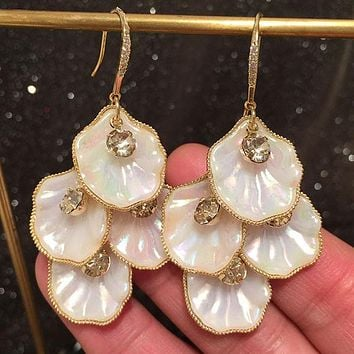 Shell petal earrings white personality exaggerated temperament sweet long fringed wave flower earrings Stockings Shoes Dress Bikini bag