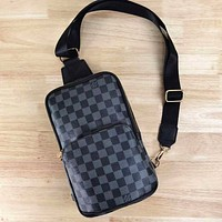 Louis Vuitton LV classic zipper waist bag mobile phone bag casual fashion men and women shoulder messenger bag
