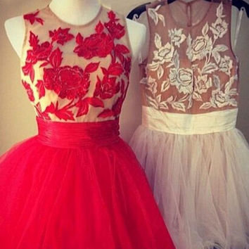 Scoop Appliques Short Tulle Homecoming Dress