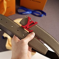 Louis Vuitton LV new style letter color buckle, litchi pattern belt, trendy belt for men and women