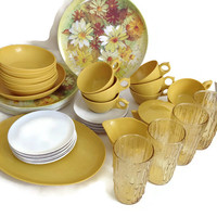 Vintage Plastic Dinnerware Set, 48 Pieces, Daisy Floral Dinner Plates with White and Harvest Gold Bowls, Cups and Saucers, Sugar and Creamer