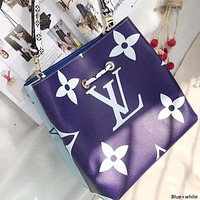 LV 2019 new female models double-sided color matching clutch bag handbag shoulder bag Messenger bag blue+white