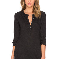 MONROW Keyhole Henley Top in Black
