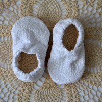 Baby booties, fabric baby shoes, cloth baby shoes, baby moccs, baby mocassins, toddler shoes, soft soled shoes, crib shoe, baby girl shoe