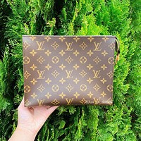 LV Louis Vuitton simple and versatile men and women clutch bag toiletry bag