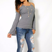 (ama) Open shoulder baby rib bell sleeves charcoal top