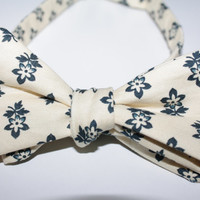 Men's Light Yellow and Blue Flower Lined Bow Tie