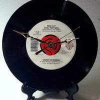 Red Hot Chili Peppers / Under The Bridge / 45 rpm Record Clock / Made from Recycled Vinyl