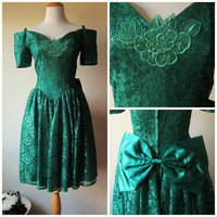 80s Prom Dress in Emerald Green by Jessica McClintock / Gunne Sax -- Short Cocktail Length, Off the Shoulder, Poofy Crinoline Skirt, Lace