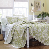 Full / Queen size 3-Piece Quilt Set 100-percent Cotton in Sage Green White Floral Pattern