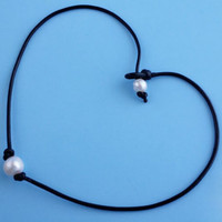 Retro Pearl and Leather Necklace Choker + Gift Box