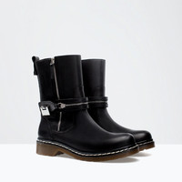 Leather bootie with sole detail