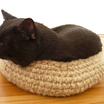 Handmade crochet pet bed, cat basket, gift for cat lovers, travel pet bed, pet lover gifts, dog bed