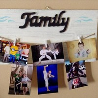 Rustic Whitewashed Shabby Chic Hanging Wood Pallet Family Picture Hanger With Clips, Clothespin Photo Holder, Home Decor Gift for Mom / Her