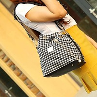 HALLIE'S HOUNDSTOOTH TOTE