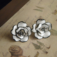 white black flower earrings jewelry