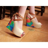 Selling fashionable and colorful slant heel comfortable pattern sewing women's shoes