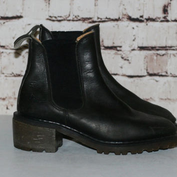 90s Dr Martens Chelsea Boot UK 5 US 7 Black Leather Chunky Heel Ankle Grunge Hipster Festival Minimalist Punk Nu Goth Gothic Pastel Pull On