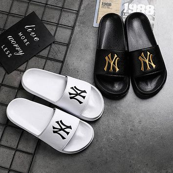 Slippers men and women beach shoes trend New York Yankees NY