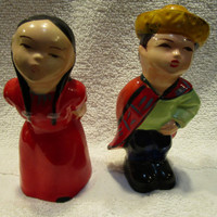 Mexican Couple Salt and Pepper Shakers, Kissing Couple Salt and pepper Shakers, Made in Japan (1173)