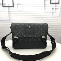 LV Louis Vuitton New Fashion Men's Monogram Check Clutch Bag Men's Business Bag Leisure Handbag Tote Satchel travel bag