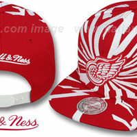 Red Wings EARTHQUAKE SNAPBACK Red Hat by Mitchell & Ness