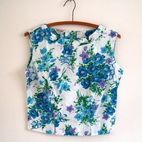 60s blue white floral blouse - vintage cropped cotton tank top - button up back - small / medium