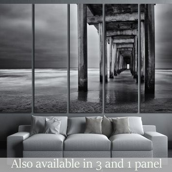 La Jolla beach, California, long exposure under the pylons, black and white image.   №2675