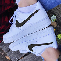 NIKE Air force 1 Nike Sb Dunk Low Pro Hot sale classic color matching casual shoes for men and women Shoes sports shoes sneakers Whire&Black hook