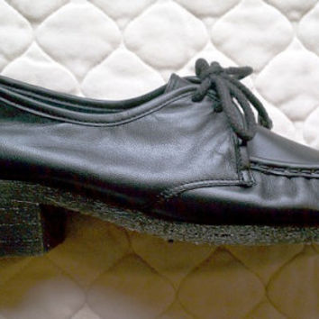 Vintage shoes - Black lace-up oxford heels - will fit US 8.5