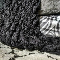 Soft Arm Knit Blanket in Black, Chunky knit throw, arm knitted wool, wool knit blanket, soft wool blanket, handmade black wool blanket