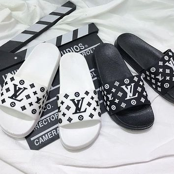 LV Louis Vuitton New style slippers slip-on soft bottom bedroom non-slip couple outdoor slippers flip flop