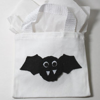 Mini Bat Trick or Treat Bag/ Halloween Gift Bag/ Halloween Bat Goodie Bag