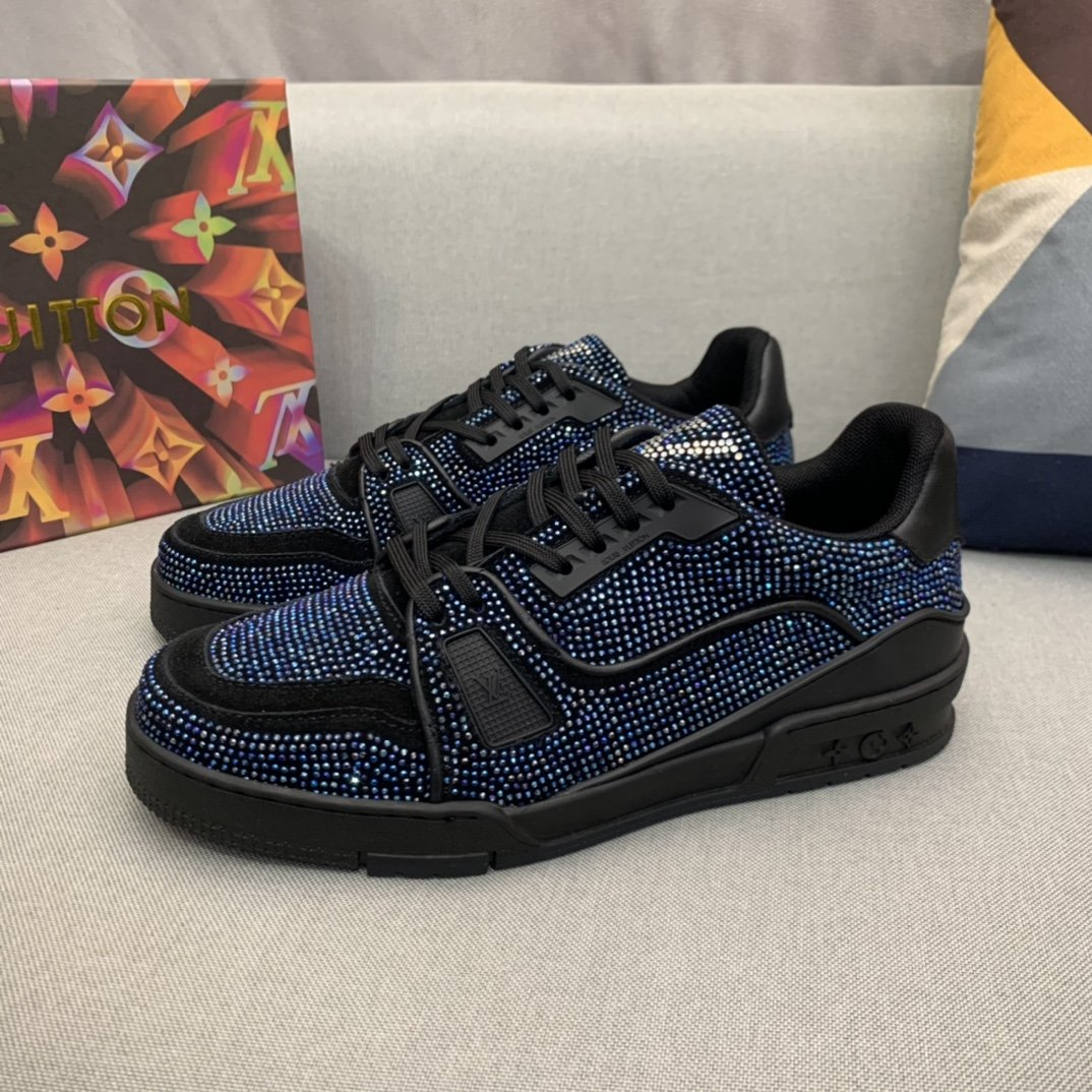 Image of LV Men Fashion Boots fashionable Casual leather Breathable Sneakers Running Shoes12