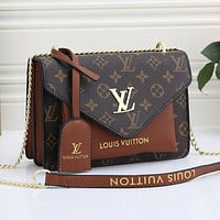 LV Louis Vuitton classic letter printing chain shoulder bag messenger bag shopping bag