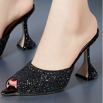 Shiny fish mouth wine glass with high heel slippers shoes