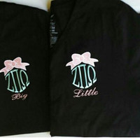 Monogrammed Vneck with initials or greek letters with bow