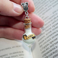 Lumos Glow in the Dark Glass Vial Bottle Pendant Necklace. Harry Potter Potion
