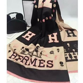 """""""Hermes"""" 2017 autumn and winter Milan Milan catwalk padded thickening scarves F-YH-FTMPF Black"""