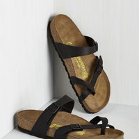 Vintage Inspired Sense of Wonder Sandal in Black