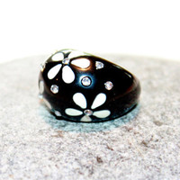 Vintage Black White Floral Thermo Set Rhinestone Dome  Chunky Lucite Ring 1960s Size 6.5