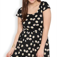 Plus Size Cap Sleeve Skater Dress with Daisy Print