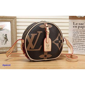 Louis vuitton sells a trendy shopping bag with a coffee-colored printed shoulder bag Apricot
