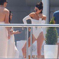 Kendall Jenner In Swimsuit In Cannes - May 24, 2017 - Photo 8