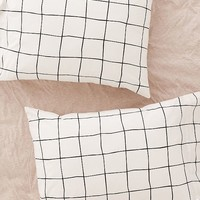 Wonky Grid Pillowcase Set | Urban Outfitters