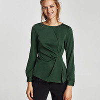 LONG SLEEVE DRAPED TOP DETAILS