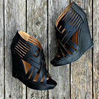 WEAVING IN AND OUT WEDGE